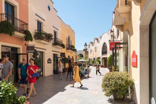 Barcelonasta 40 kilometrin päässä sijaitseva La Roca Village on kokonainen outlet-kylä.