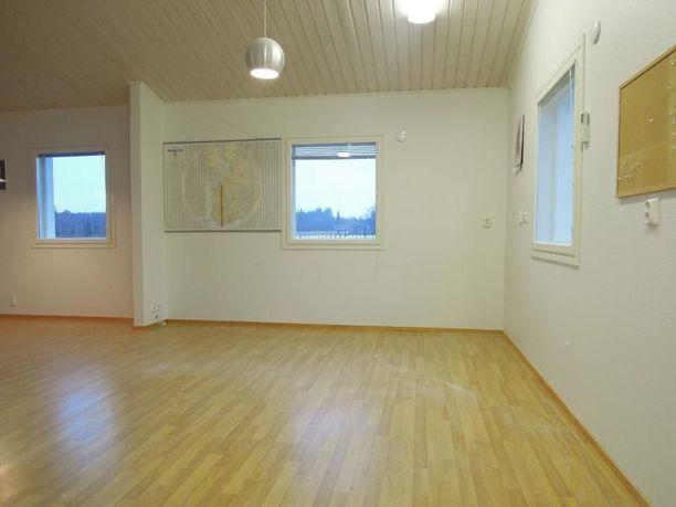 Vuokratalossa on kaksi huonetta, keittiö ja kylpyhuone.