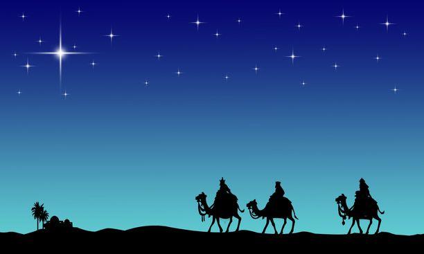 Tähti johdatti tietäjät Betlehemiin ja pysähtyi Jeesuksen syntymätallin päälle. kirjoitetaan Matteuksen evankeliumissa.