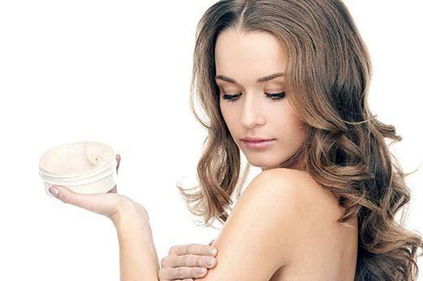 Perusvoitelu edesauttaa ihon kosteustasapainon ylläpitoa.