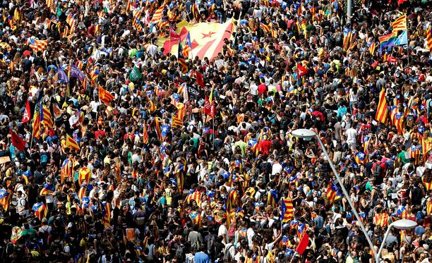 Katalonian itsenäisyysäänestys järjestetään sunnuntaina 1.päivä lokakuuta. Barcelonassa on marssittu useita kertoja itsenäisyyden puolesta.