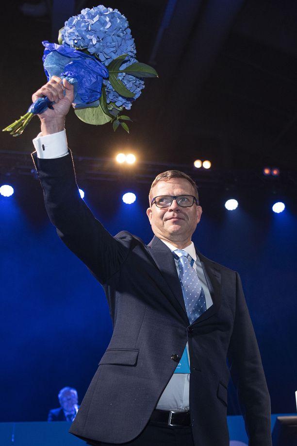 Petteri Orpo kukitettiin uudelle kaksivuotiselle puheenjohtajakaudelle.