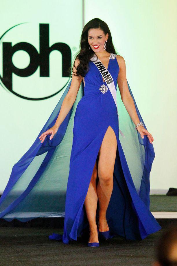 Miss Suomi Michaela Söderholmia odottavat edustustehtävät kotimaassa.