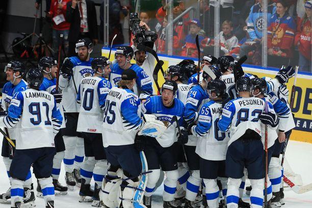 Tässä juhlivat voittajat. Suomi tuhosi jälleen kerran Venäjän tähtisikermän.