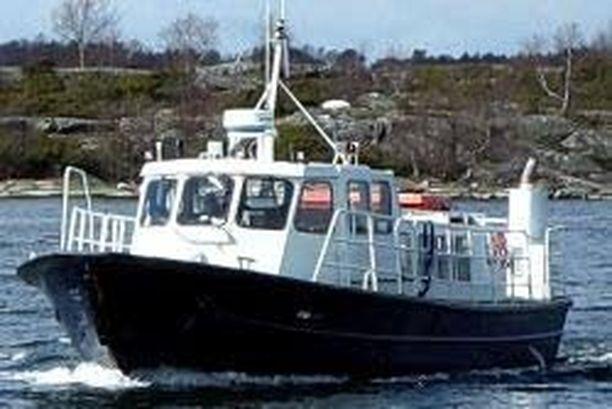 JS Ferrywayn yhteysalus Karolina on liikennöinyt muun muassa Houtskarin Bockholmin saareen.