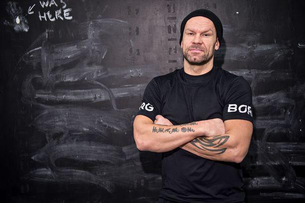 Ex-jääkiekkoilija Jere Karalahden Jere-kirja on ollut myyntimenestys.
