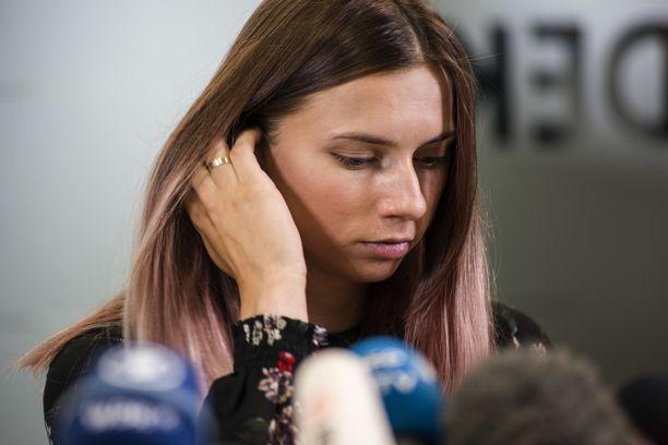 Krystsina Tsimanouskaja lensi Tokiosta Puolaan, koska ei uskaltanut palata kotimaahansa.
