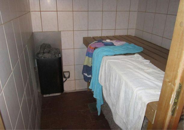Taloyhtiö vaatii purettavaksi luvattomat wc-tilat, saunan ja keittiön sekä niihin liittyvät sähköasennukset, viemärit, vesijohdot ja -kalusteet.