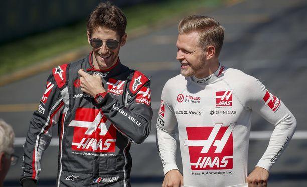 Romain Grosjeanin (vas.) ja Kevin Magnussenin kisat päättyivät pettymykseen.