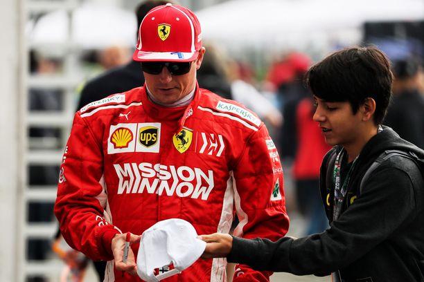 Kimi Räikkönen lähtee kuudennesta ruudusta Meksikon sunnuntaiseen F1-osakilpailuun.