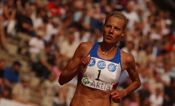 Kirsi Valasti, 47, on kolmen lapsen äiti, Ateenan olympiakävijä ja moninkertainen pitkämatkanjuoksun Suomen mestari.