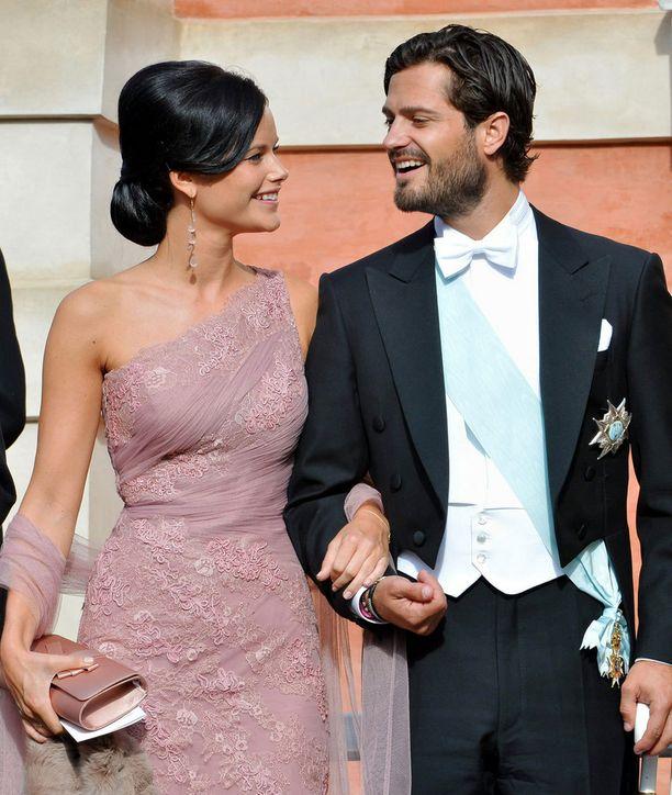 Sofia Hellqvist ja Carl Philip kihlautuivat viime kesäkuussa.