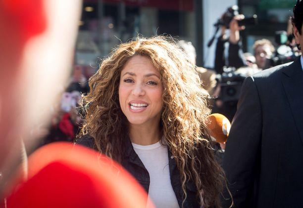Shakira ei vastannut toimittajien kysymyksiin.