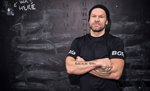 Karalahti pelasi jääkiekkouransa aikana niin Suomen liigassa, kuin NHL:ssä.