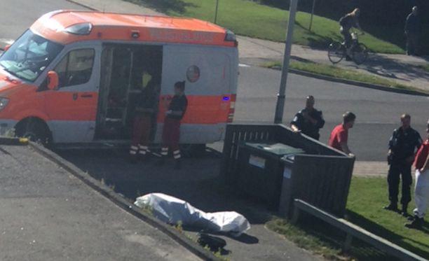 Pikkuriita johti nyrkiniskuun ja 55-vuotiaan miehen kuolemaan Turun Hepokullassa torstai-iltana. Poliisin mukaan epäillyn tarkoitus ei ollut tappaa.
