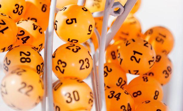 Killinkosken neljän miljoonan euron lottovoitolla pääsi Suomessa viime vuoden lottovoittajien jaetulle kolmannelle sijalle. Kaikkiaan päävoittoja oli viime vuonna 26.