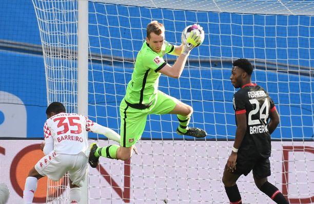 Lukas Hradecky loukkaantui Mainzia vastaan pelatussa ottelussa. Toipilasjakso kestää näillä näkymin maajoukkuetauon yli.