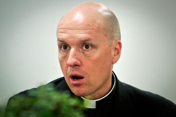 Perinteinen luterilainen tulkinta kristinuskosta laimenee tai rapautuu, sanoo piispainkokouksen pääsihteeri Jyri Komulainen.