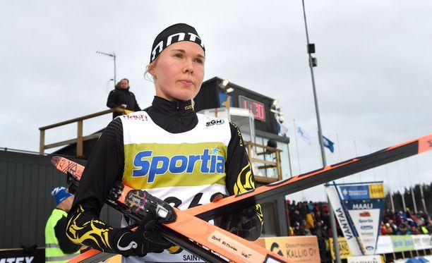 Oona Kettunen keskittyy jatkossa hiihtoon. Kuva vuodelta 2015.