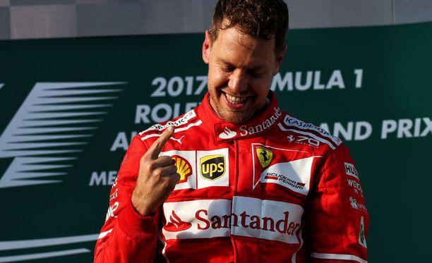 Sebastian Vettel avasi kautensa voitolla Melbournessa.