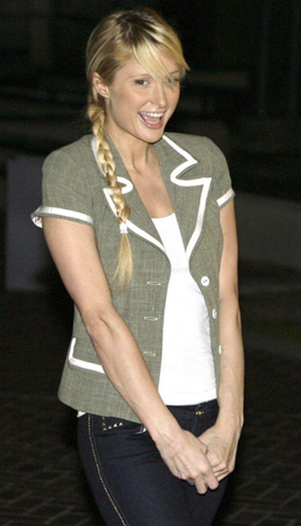 Paris Hilton riemuitsi tiistaina vankilasta pääsyään.