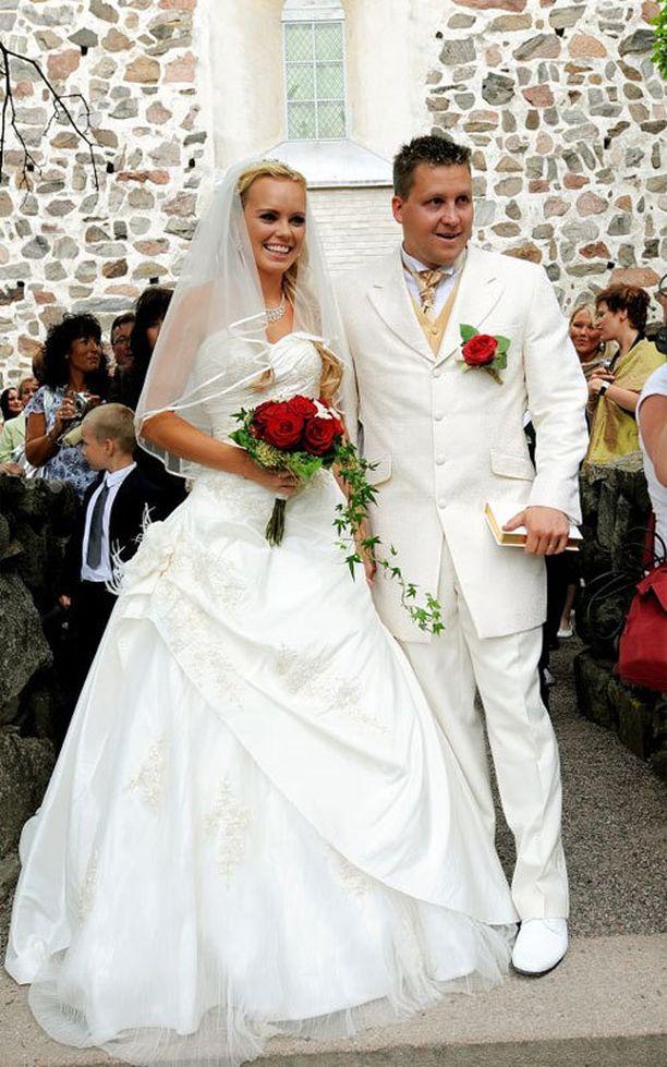 Mari ja Jani menivät naimisiin vuonna 2009.
