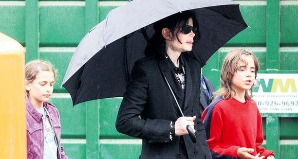 Michael Jacksonin lasten biologinen äiti ei ole luopunut oikeuksista lapsiinsa.