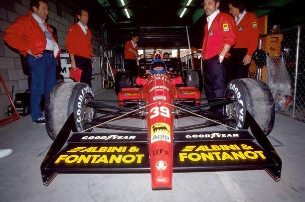 Kaikkien aikojen huonoin F1-auto. Näin rumasti on sanottu Life L190 -autosta, joka yritti kaudella 1990 päästä mukaan MM-starttiin, mutta kaikki 14 yritystä päättyivät karsiutumiseen. Pitkänokkainen Life sai nimensä italialaiselta tallipäälliköltään Ernesto Vitolta, jonka sukunimi vain käännettiin englanniksi.