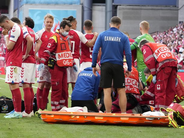 Christian Eriksenin tuupertuminen järkytti Tanskan pelaajien lisäksi myös katsojia.