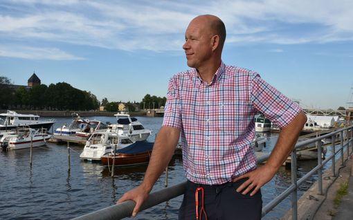 Koronakevät vei Kaj Kunnaksen työt, kunnes syliin tipahti kirjaprojekti