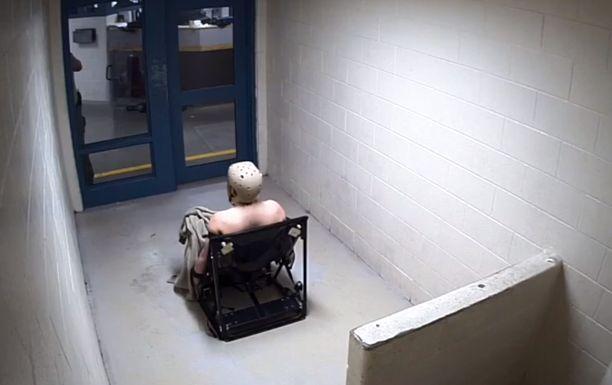 Andrew Holland istui tässä tuolissa liki kaksi vuorokautta. Irrottamisesta kului vain puoli tuntia siihen, että mies oli kuollut.