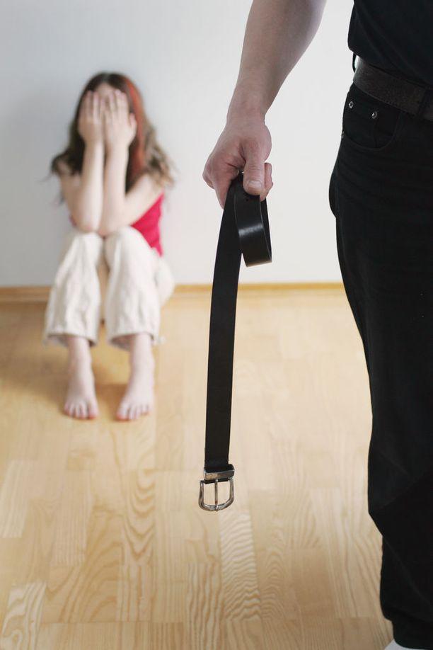 Tutkijat huomauttivat, että suurehkolla osalla lapsista ja nuorista oli silti väkivaltakokemuksia, joista he eivät ole kertoneet kenellekään. Kuvituskuva.