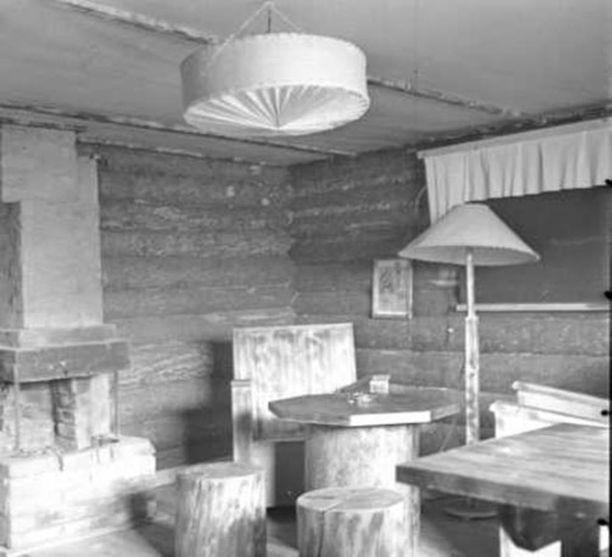 Korsun kalustusta rykmentin lääkärin asunnossa Sirkiänsaareessa.