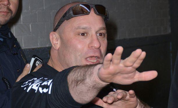 Humalainen mies yritti turhaan pistää kampoihin ex-UFC-ottelija Matt Serralle.