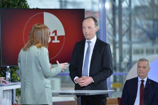 Halla-aho ja Andersson kiistelivät kielteisen turvapaikkapäätöksen saaneiden turvapaikanhakijoiden säilöönotosta.