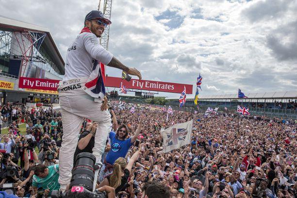 Brittikatsojilla on ollut viime vuosina aihetta juhlaan. Lewis Hamilton on juhlinut Silverstonessa voittoa kolmesti putkeen.