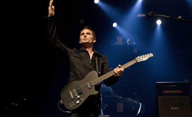 Muse villitsee jälleen Suomessa. Kuvassa laulaja Matthew Bellamy Musen Brysselin keikalla 16. syyskuuta.