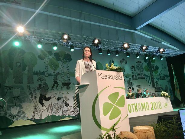 Riikka Pirkkalainen valittiin keskustan puoluesihteeriksi kesäkuussa Sotkamossa järjestetyssä keskustan puoluekokouksessa.