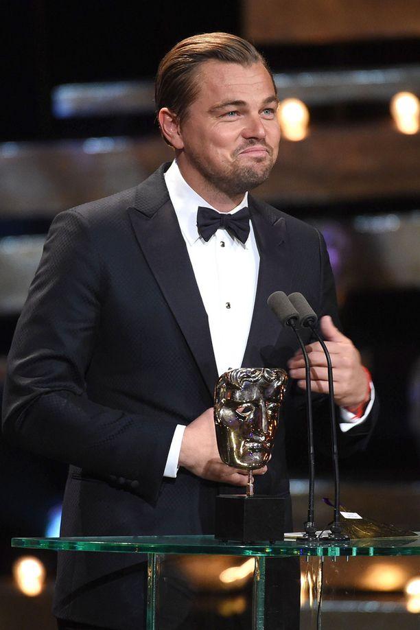 Leo sai palkinnon The Revenant -roolistaan, josta hänelle on povattu myös Oscar-pystiä.