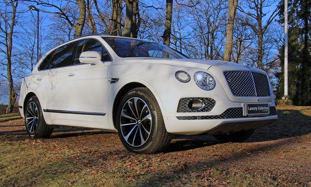 Etuviistosta auton tunnistaa Bentley-valoistaan.
