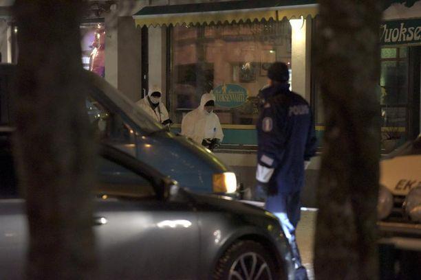 Poliisi pidätti epäillyn tekijän heti tapahtumapaikalta.