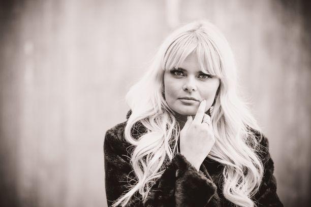 Laulaja Erika Vikmanin rantaloma sai yllättävän käänteen.