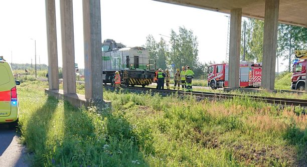 Mies jäi veturin alle kevyen liikenteen tasoristeyksessä Porissa.