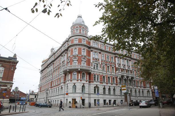 Luksustason asumista tarjoava Grand Residence 21 sijaitsee Helsingin Ullanlinnassa Korkeavuorenkadun ja Punanotkonkadun risteyksessä.