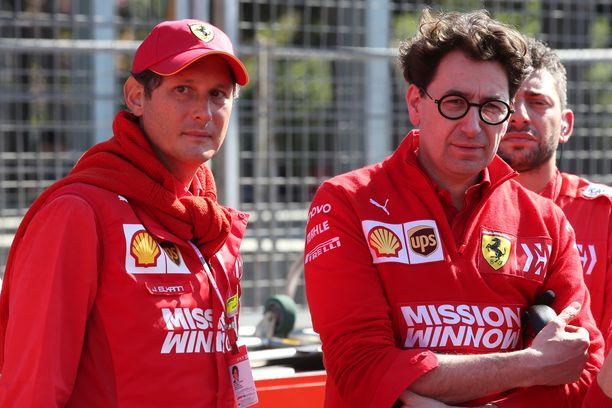 John Elkann ja Mattia Binotto eivät olleet tyytyväisiä kuljettajiensa otteisiin Brasilian osakilpailussa.