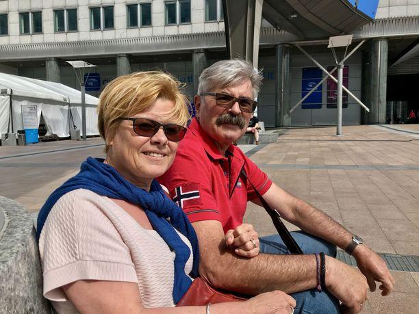 Saksalaiset Angelika ja Gerhard Zeder muistuttivat että EU on myös suuri rauhanprojekti.