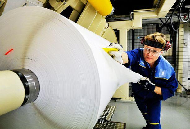 UPM ilmoitti sulkevansa kaksi paperikonetta Suomessa.