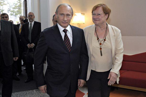 Putin vieraili pääministerinä presidentti Halosen luona Helsingin Säätytalolla ja Mäntyniemessä kesäkuussa 2009. Tuolloin puheenaiheena oli muun muassa Venäjän kaasukiista Ukrainan kanssa.