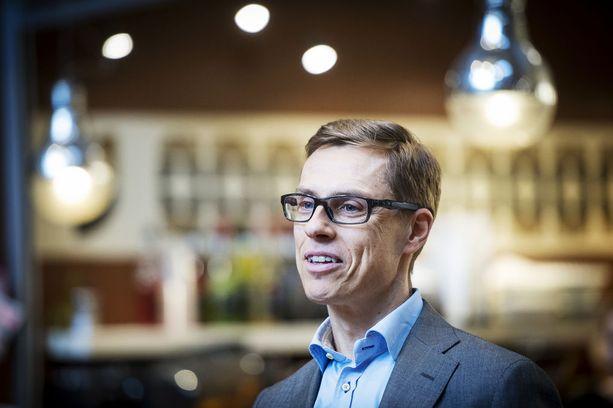 Kahdeksan vuotta putkeen ministerinä toiminut Alexander Stubb (kok) on ensimmäistä kertaa elämässään tavallinen rivikansanedustaja.