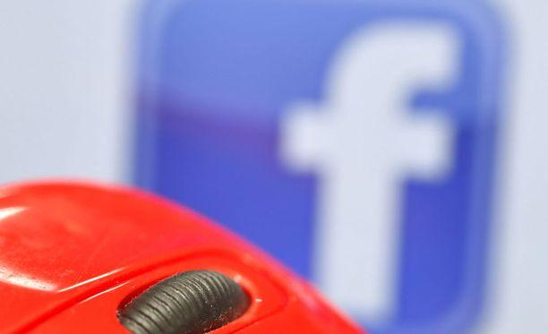 Facebookin, Twitterin ja Alphabetin eli Googlen taustayhtiön johtajat esiintyvät tällä viikolla kolmen kongressin komitean edessä todistajina.